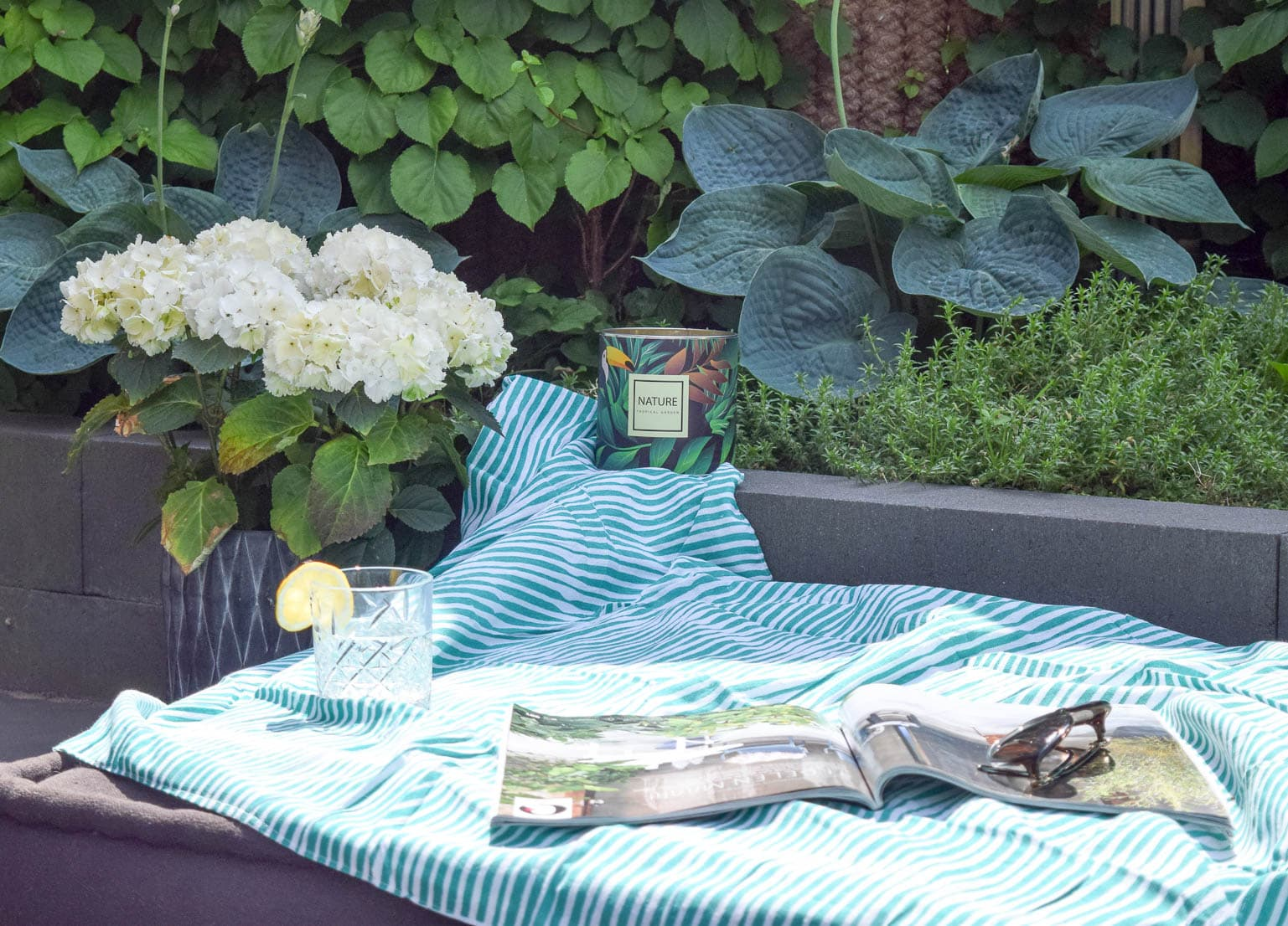 Relaxhoekje in tuin met Blokker