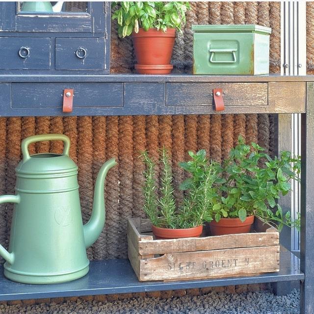 houten kistje in tuin