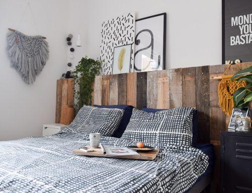 Zelf maken: een lambrisering achter het bed