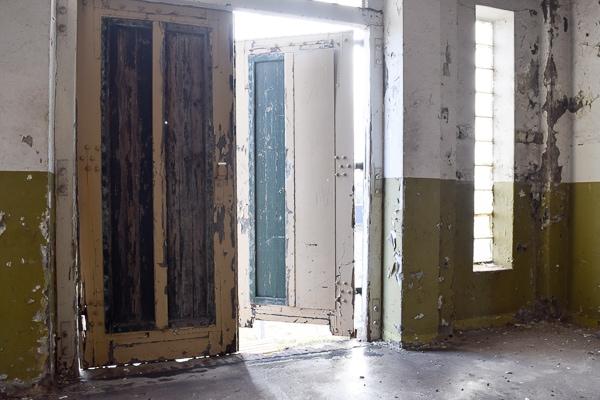 balkon met oude deuren
