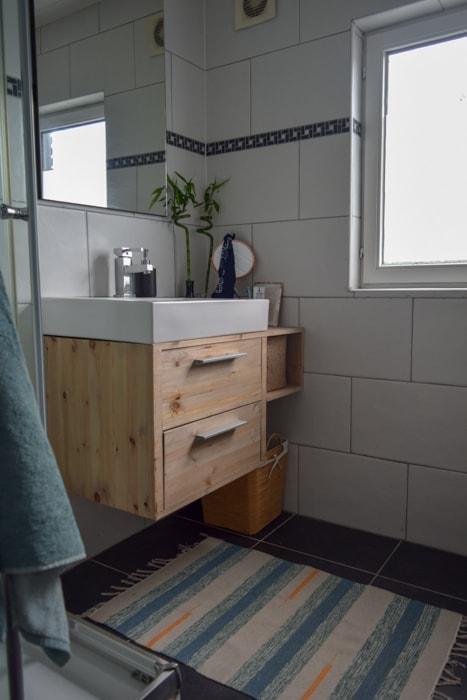 Badkamer make-over: groots resultaat met het verven van de voegen