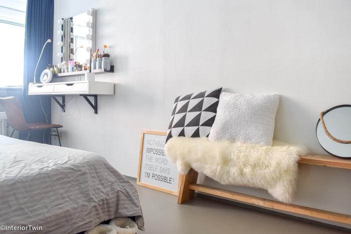 houten bankje in slaapkamer - InteriorTwin