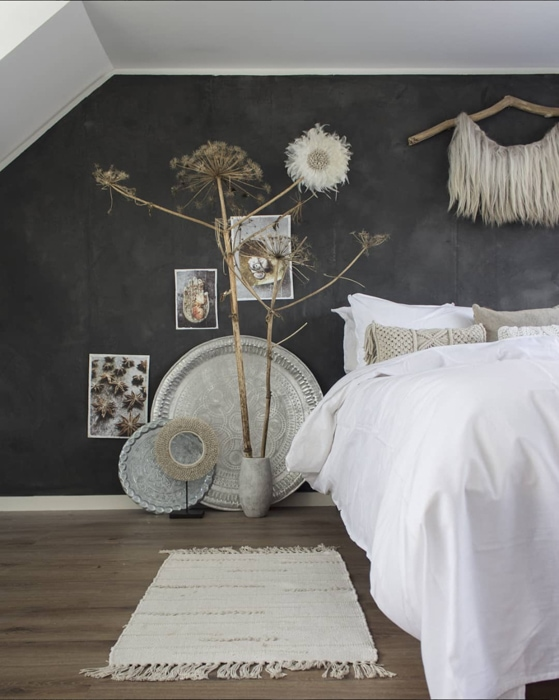 betonlook muur slaapkamer anne_kohnke - InteriorTwin